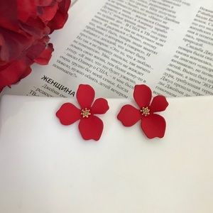 🆕 Electric Red Flower Stud Earrings